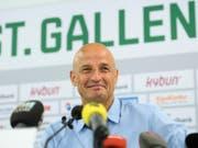 Peter Zeidler kehrt mit einem Lachen zum Schweizer Fussball zurück (Bild: KEYSTONE/GIAN EHRENZELLER)