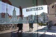 Nach den Turbulenzen der letzten Monate kommt es bei der Raiffeisen zum grossen Umbruch: Filiale am Limmatquai in Zürich. (Gaëtan Bally/Keystone, 18. April 2018)