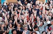 Schauspielerinnen und Regisseurinnen forderten auf dem roten Teppich in Cannes gleiche Rechte in der Filmbranche. (Bild: Franck Robochon/EPA)