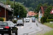 An der Blickensdorferstrasse in Baar sollen auf dem Abschnitt Weststrasse-Bachtalen Lärmschutzmassnahmen umgesetzt werden. Bild: Stefan Kaiser (15. Mai 2018)