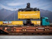 Strategie des Verbandes öffentlicher Verkehr (VöV): Ziel ist eine Verlagerung des Güterverkehrs auf die Schiene - wo dies wirtschaftlich gerechtfertigt ist. (Bild: Keystone/TI-PRESS/GABRIELE PUTZU)