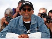 """Sein Film """"BlacKkKlansman"""" sorgte am Filmfestival in Cannes für Begeisterung: US-Regisseur Spike Lee darf auf eine Goldene Palme hoffen. (Bild: Keystone/EPA/IAN LANGSDON)"""