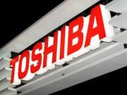 Toshiba weist für das Geschäftsjahr 2017/18 erstmals seit vier Jahren wieder einen Gewinn aus. (Bild: KEYSTONE/EPA/EVERETT KENNEDY BROWN)