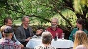 Die Gesprächspartner in angeregter Runde: (von links) Wildhüter Silvan Eugster, Museumsleiter Thomas Gnägi, Bienenzüchter Hans Oppliger und Pfadfinderin Tabea Stauffacher. (Bild: PD)