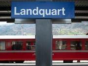 Im Bahnhof Landquart GR entgleisten am Dienstagabend zwei Güterwagen. (Bild: KEYSTONE/CHRISTIAN BEUTLER)