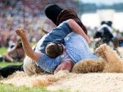 Der Kampf im Sägemehl fasziniert das Schweizer Publikum (Bild: KEYSTONE/URS FLUEELER)