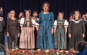 Frauenpower am Muttertag: Victoria Hanna mit den Singfrauen Winterthur und dem Jodelterzett Anuschka, Kathrin und Heidi. (Bild: Daniel Ammann)