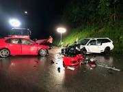 Bei einer Frontalkollision in Fehren SO wurden vier Personen zum Teil schwer verletzt. (Bild: Handout Kantonspolizei Solothurn)