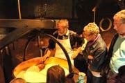 In der Emmentaler Schaukäserei ist man hautnah bei der Produktion des beliebten Emmentaler Käses dabei. (Bild: PD)