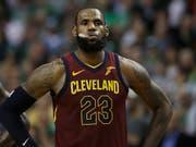 LeBron James verlor mit Cleveland auch das zweite Playoff-Halbfinalspiel in Boston (Bild: KEYSTONE/AP/CHARLES KRUPA)