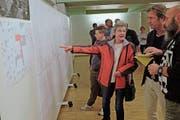 Die Pläne der Schulraumerweiterungen wurden von der Bevölkerung interessiert zur Kenntnis genommen. (Bild: Heini Schwendener)
