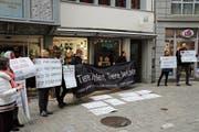 Diese Kundgebung in der Spisergasse kommt Tierrechtsaktivisten jetzt teuer zu stehen. (Bild: Reto Voneschen (6. Januar 2018))