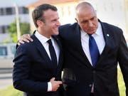 Frankreichs Präsident Emmanuel Macron (Links) mit Bulgariens Premierminister Boyko Borissov am EU-Gipfel in Sofia. (Bild: KEYSTONE/EPA REUTERS POOL/STOYAN NENOV / POOL)