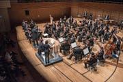Organist Christian Schmitt zusammen mit der Südwestdeutschen Philharmonie Konstanz im KKL. (Bilder: Dominik Wunderli (16. Mai 2018))
