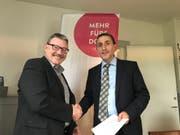 Bruno Baumgartner, Leiter Immobilien/ICT der SOB (links) und Wattwils Gemeindepräsident Alois Gunzenreiner. Bild: PD