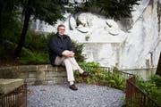 Historiker Jürg Stadelmann beim Löwendenkmal. Bild: Jakob Ineichen/Luzerner Zeitung