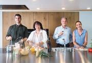 Das inhabergeführte Familienunternehmen Veriset ist schweizweit der grösste Küchenhersteller. CEO Ueli Jost (2. v. r.) glaubt an den Werkplatz Schweiz und investiert langfristig, um den Produktionsstandort zu sichern. Quelle: PD