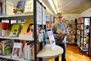 Kantonsbibliothekar André Sersa ist Gastgeber in seinem Haus. (Bild Corinne Glanzmann, Sarnen, 16. Oktober 2013)