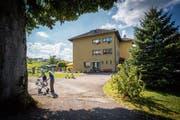Idyllisch gelegen aber weit ab vom Schuss und alt: das Altersheim Espel. (Bild: Urs Bucher (6. September 2016))