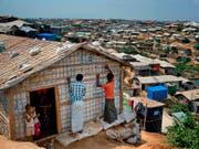 Rohingya-Flüchtlinge bereiten sich in Bangladesch auf die bevorstehende Monsun-Zeit vor. (Bild: KEYSTONE/AP/A. M. AHAD)