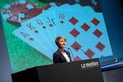 Bundesrätin Simonetta Sommaruga am Mittwochabend im Auditorium der Luzerner Zeitung. Bild: Pius Amrein (Luzern, 16. Mai 2018)