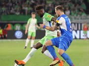 Brachte Wolfsburg 1:0 in Führung: Divock Origi (li.) (Bild: KEYSTONE/EPA/FOCKE STRANGMANN)