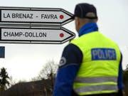 Drei Männer sind in der Nacht auf Donnerstag aus der Haftanstalt Favre im Kanton Genf entwichen. (Bild: KEYSTONE/MARTIAL TREZZINI)