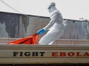 Das Ebola-Virus zählt zu den gefährlichsten Krankheitserregern der Welt. 25 bis 90 Prozent der Infizierten sterben. (Bild: KEYSTONE/EPA/AHMED JALLANZO)