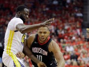 Eric Gordon von den Houston Rockets im Duell mit Golden States Draymond Green (Bild: KEYSTONE/AP/DAVID J. PHILLIP)