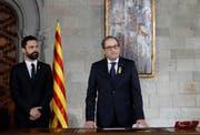 Der neu gewählte Regionalpräsident Quim Torra (rechts) und der Sprecher des Katalanischen Parlaments. Bild: Alberto Estevez / EPA (Barcelona, 17. Mai 2018)