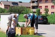 Grosse und kleine Quartierbewohner legen Hand an. (Bild: PD)