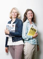 Eliane Birchmeier (links) und Astrid Estermann im Streitgespräch zur Volksinitiative «Ja zu Gewerbe und Läden in der Altstadt!». (Bild: Stefan Kaiser (15. Mai 2018))