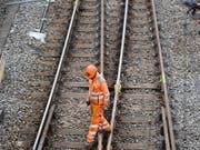 Die SBB muss nach einem Suizid auf einer Bahnstrecke im Kanton Zürich nicht für den Feuerwehreinsatz bezahlen. Das hat das Bundesgericht entschieden. (Bild: KEYSTONE/URS FLUEELER)