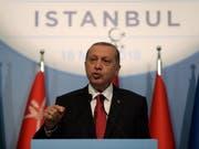 """Warf Israel """"Nazi-Methoden"""" vor: der türkische Präsident Recep Tayyip Erdogan am Gipfel der Organisation für Islamische Zusammenarbeit (OIC) in Istanbul. (Bild: KEYSTONE/EPA/ERDEM SAHIN)"""