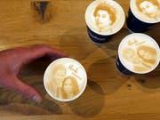 Kalter Kaffee: Trotz grossem Brimborium ist die royale Hochzeit von Prinz Harry viele Briten egal. (Bild: KEYSTONE/AP/FRANK AUGSTEIN)