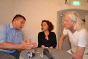 Schwingerkönig Jörg Abderhalden, Moderatorin Beatrice Gmünder und Peter Holdener, Intendant Klangwelt Toggenburg (von links) beim Klangtalk. (Bild: Adi Lippuner)