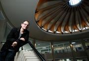 Stephan Diethelm komponierte das Werk «Atmosphären III», welches im Rondell der Kantonsschule Wohlen uraufgeführt wird. Zuger Zeitung/Stefan Kaiser