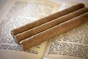 Handgerollte kubanische Zigarren. «Montecristo» gehören zu den qualitativ hochwertigen und teuren unter ihnen. (Bild: Getty)