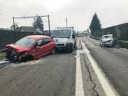 Auf der Autostrasse A6 bei Aegerten BE kollidierten drei Fahrzeuge. (Bild: Kapo BE/zvg)