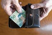 Nicht nur wer arm ist, erhält Ergänzungsleistungen. (Bild: Keystone)