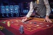 Im vergangenen Jahr wurden im Casino Luzern insgesamt fast 37 Millionen Franken aufs Spiel gesetzt. (Bild: Boris Bürgisser (Luzern, 2. Februar 2017))
