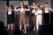 Das Kinder- und Jugendtheater Zug bei der Aufführung des Stücks «Die Kinder von Noah» im Theater in der Metalli Zug. Bild Werner Schelbert (18. Mai 2018)