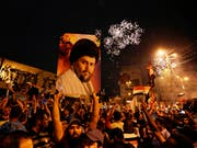 Anhänger des schiitischen Geistlichen Muktada al-Sadr feiern in Bagdad. Der 44-Jährige hat wie erwartet die Parlamentswahl im Irak gewonnen. (Bild: Keystone/AP/HADI MIZBAN)
