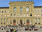 Mobbingvorwürfe: Stärker als in Zürich (Bild) sind Doktorierende in Basel mit ihren Professoren unzufrieden. (Bild: KEYSTONE/WALTER BIERI)