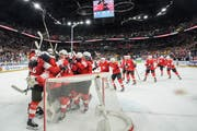 Überschwängliche Freude bei den Schweizern nach dem Triumph gegen die Kanadier. | Bild: Andy Mueller/Freshfocus (Kopenhagen, 19. Mai 2018)