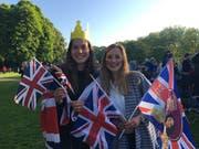 Die 21-jährige Kim aus Eschenbach (SG; links) zusammen mit ihrer Freundin Paulina aus Köln. Bild: Helena Daehler