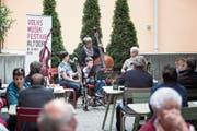 Volksmusik ist Generationen übergreifend: Offene Stubetebühne beim Restaurant Schützmatt. (Bild: Manuela Jans Koch (Altdorf, 19. Mai 2018))