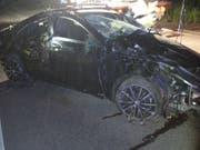 Am Auto entstand beim Unfall auf der Zollfreistrasse bei Weil am Rhein (D) Totalschaden. (Bild: zvg/Polizeipräsidium Freiburg)