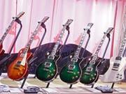 Die E-Gitarren von Gibson wird es bald vielleicht nicht mehr geben - die Firma hat Gläubigerschutz beantragt. (Bild: KEYSTONE/EPA/LARRY W. SMITH)