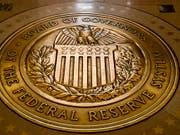 Die US-Notenbank Federal Reserve hat den Leitzins unverändert gelassen. Wie die Fed am Mittwoch in Washington nach einer Sitzung ihres für den Zins zuständigen Ausschusses mitteilte, bleibt die Rate auf dem Niveau zwischen 1,5 und 1,75 Prozent. (Bild: KEYSTONE/AP/ANDREW HARNIK)